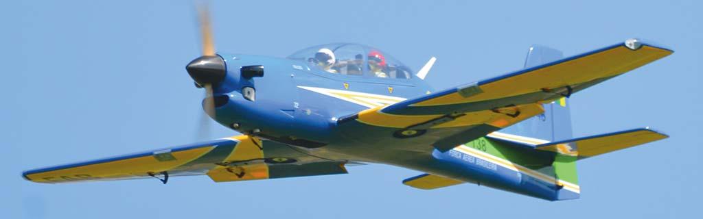 Phoenix Tucano 30-35cc in volo