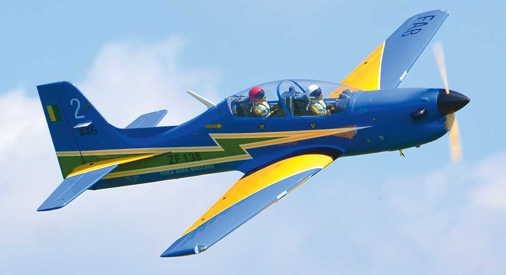 Phoenix Tucano 30-35cc in volo 2